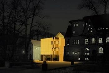 Kubus am Kunstmuseum `ein Kristall` - Cellesche Zeitung, 13.11.2004
