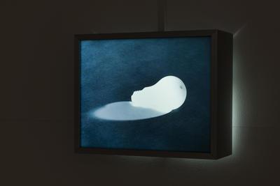 Kazuo Katase_Ohne Titel (Glühlampe)_1989_Foto@Pauline Fabry