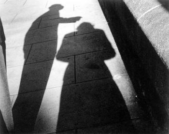 Raoul Hausmann lässt im Celler Kunstmuseum die Schatten spielen: »Les Photographes« aus dem Jahr 1957. Katalog (2)