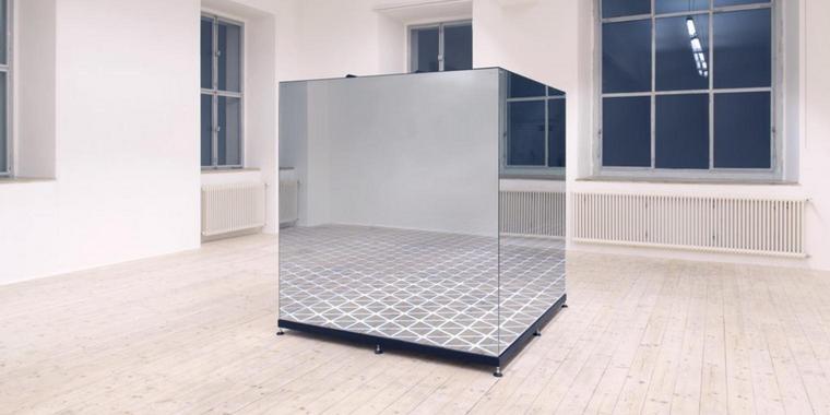 Spiegeltrick: Burkart Rolands »Here and There« in der Ausstellung im Kunstmuseum Celle. Quelle: Studio Roland Burkart