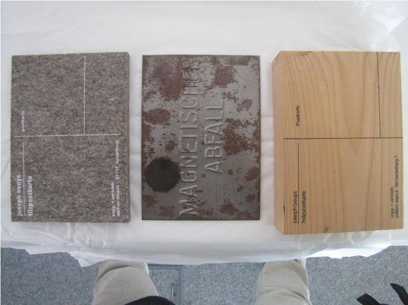 Filzpostkarte, Metallpostkarte und Holzpostkarte von Joseph Beuys